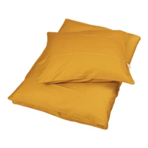 Golden Mustard baby sengetøj fra Filibabba Smukt baby sengesæt i en lækkerkarry gul farve fra danske Fillibabba. Sengetøjet er super blødt og består af både et dyne- og pudebetræk. Både dynen og puden lukkes med en skjult lynlås i bunden. Sengesættet
